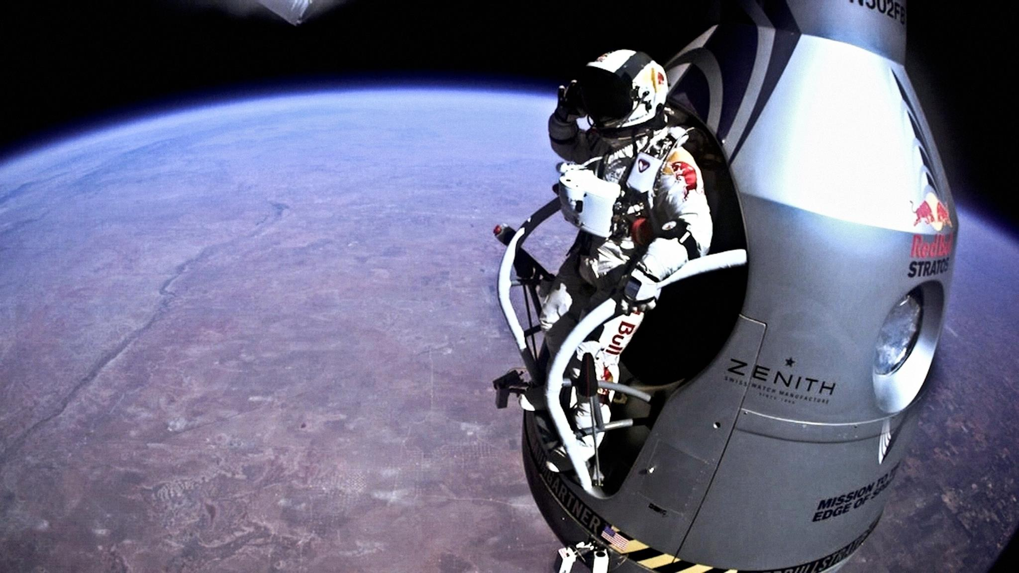 Felix-Baumgartner-x-Red-Bull-Stratos-10