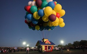 balloon-house-read_2403007k
