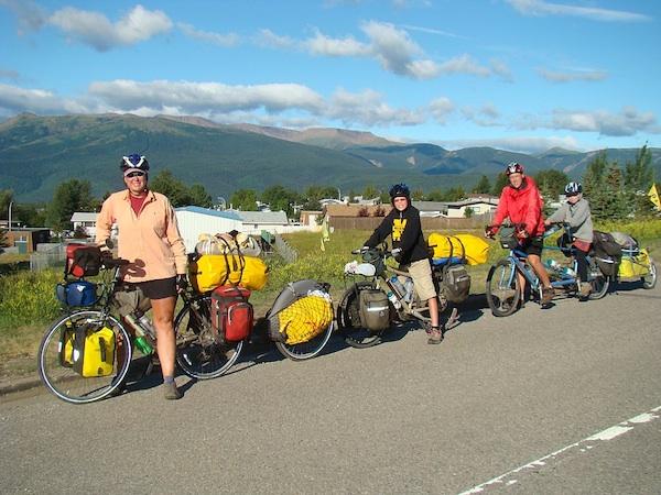 family_on_bikes_001