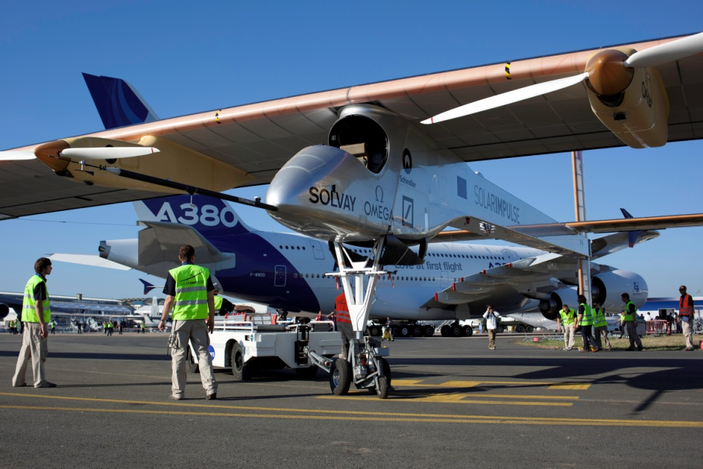 Solar_Impulse_takesoff_Bourget