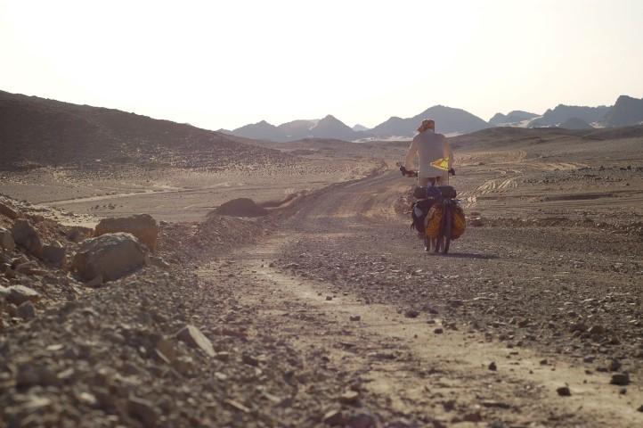 Janapar_productionstill4_desertcycling (Small)