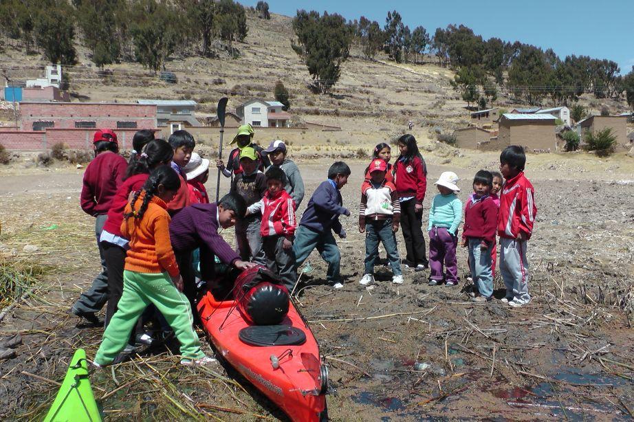 kids-see-a-kayak