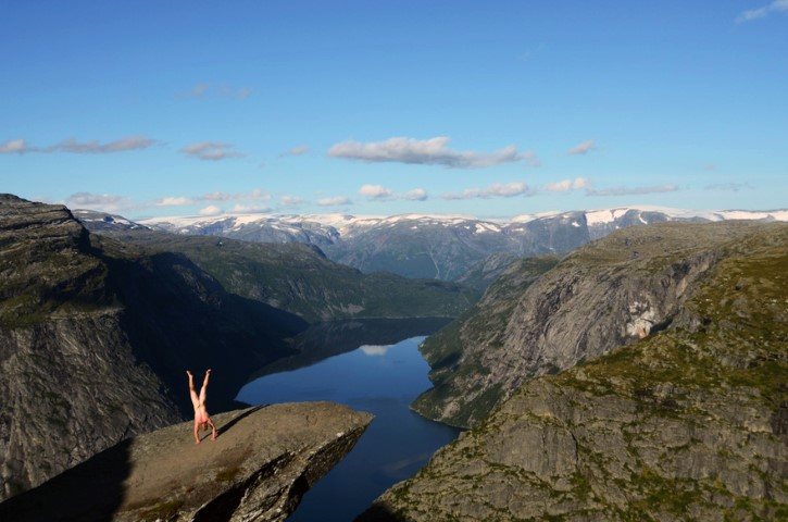 Naked Handstander Norway (Small)
