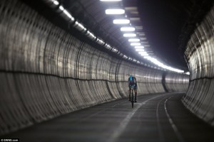 Froome in tunnel