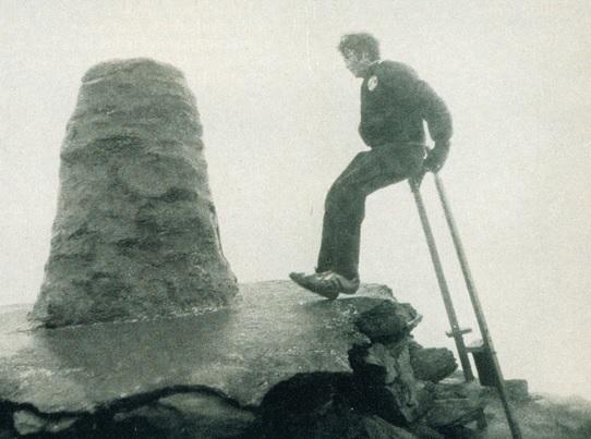 Emma Disley walks up Mount Snowdon on stilts3