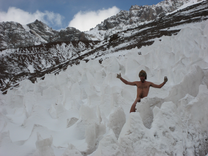 My Naked Trip: Amichay Rab gets his picture taken at famous destinations round the world..while naked