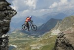 mountainbike slacklining (featured image)