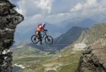 mountainbike slacklining (featured image)
