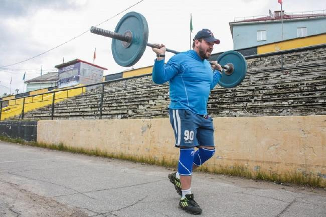 Andrey-Rodichev-Elbrus-with-Barbell training