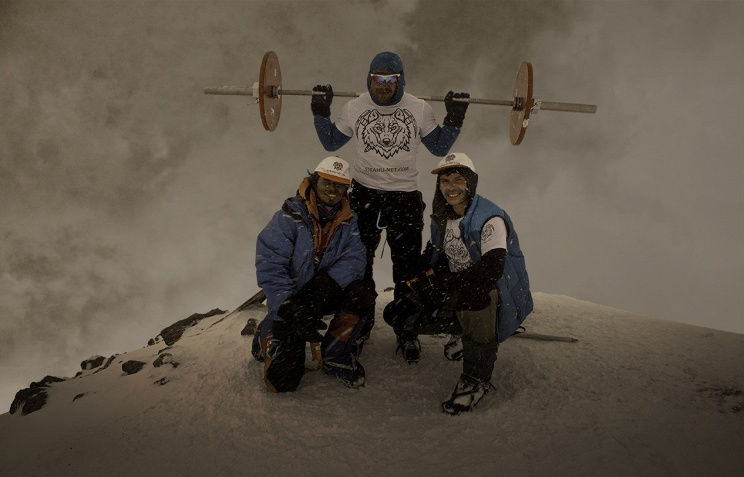 Andrey-Rodichev-Elbrus-with-Barbell3
