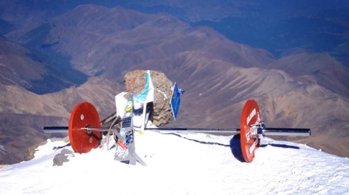 Andrey-Rodichev-Elbrus-with-Barbell4