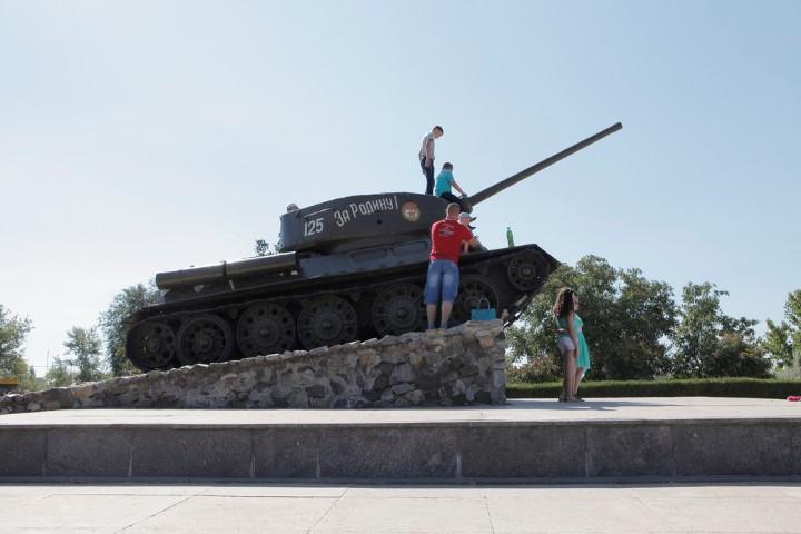 Transnistria tank statue