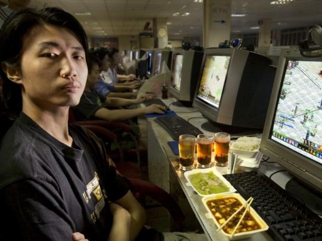 Xu Zhipeng, a freelance computer graphics artist and Internet gamer (1600kcal) (Small)