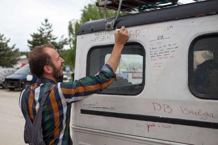 Travelers signing the Volvo Valp