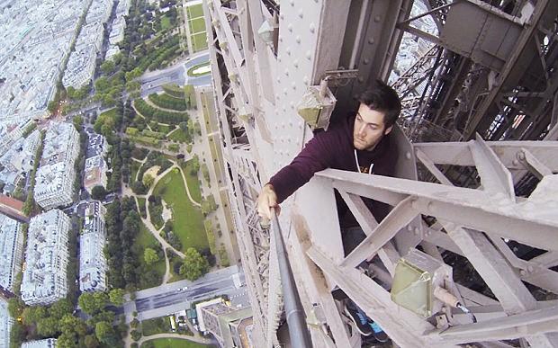 Freeclimbing Eiffel tower James Kingston 3 (Small)