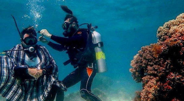 Motobarber - Underwater haricut