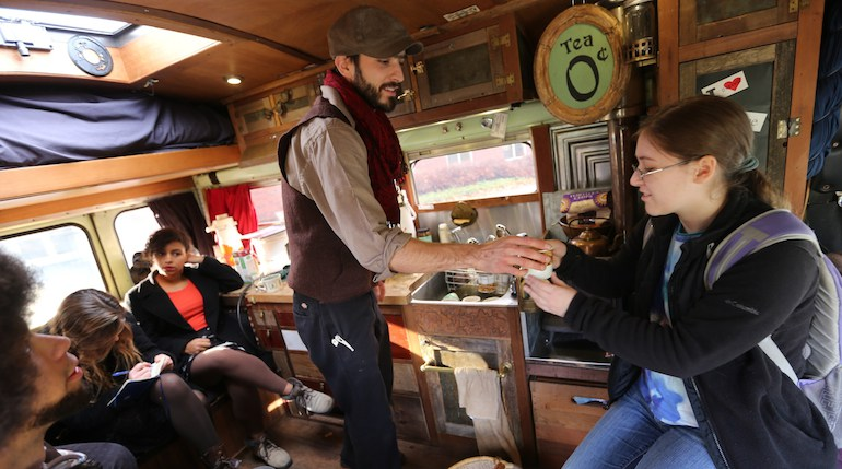 Tea bus traveling - Giuseppe Spadafora free tea party and mobile teahouse (2)
