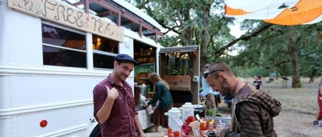 Tea bus traveling - Giuseppe Spadafora free tea party (5)