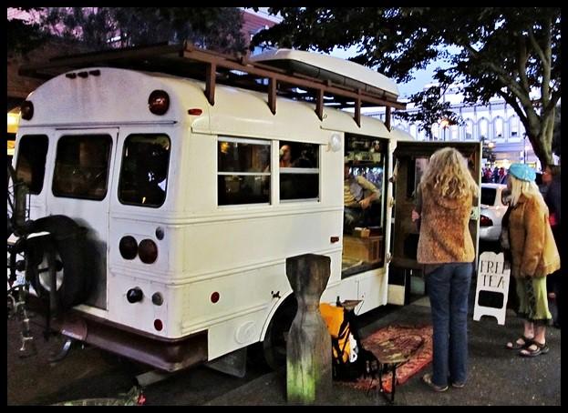 Tea bus traveling - Giuseppe Spadafora free tea party and mobile teahouse(6) (Small)
