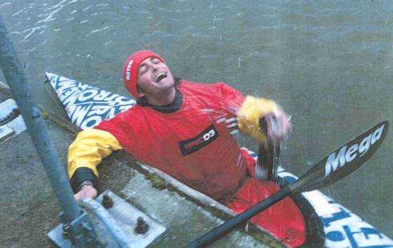 Tim Fitzhigham paddles Paper Boat down River Thames (arrival in London)