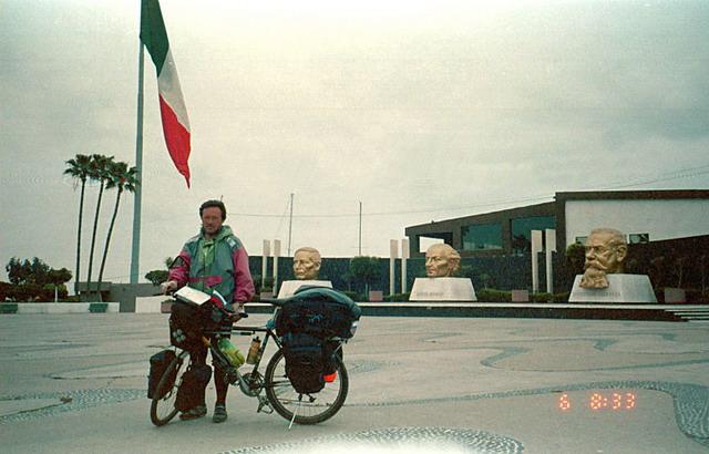 Vladislav Ketov cycling the edge of earth (11)