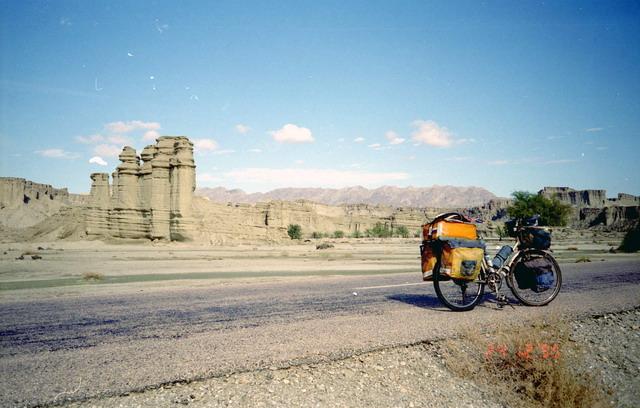 Vladislav Ketov cycling the edge of earth (6)