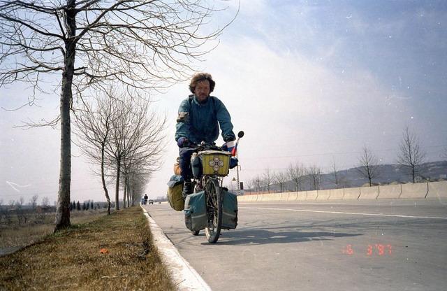 Vladislav Ketov cycling the edge of earth (9)