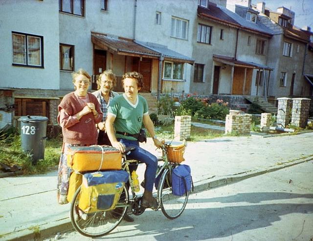 Vladislav Ketov cycling the edge of earth