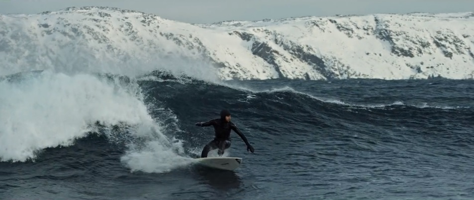Surfing Siberia Arctic Ocean winter surf [3]