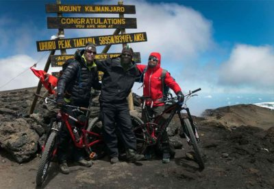 Rebecca Rusch Queen of Pain Mountainbiking Kilimanjaro 2016 on the top