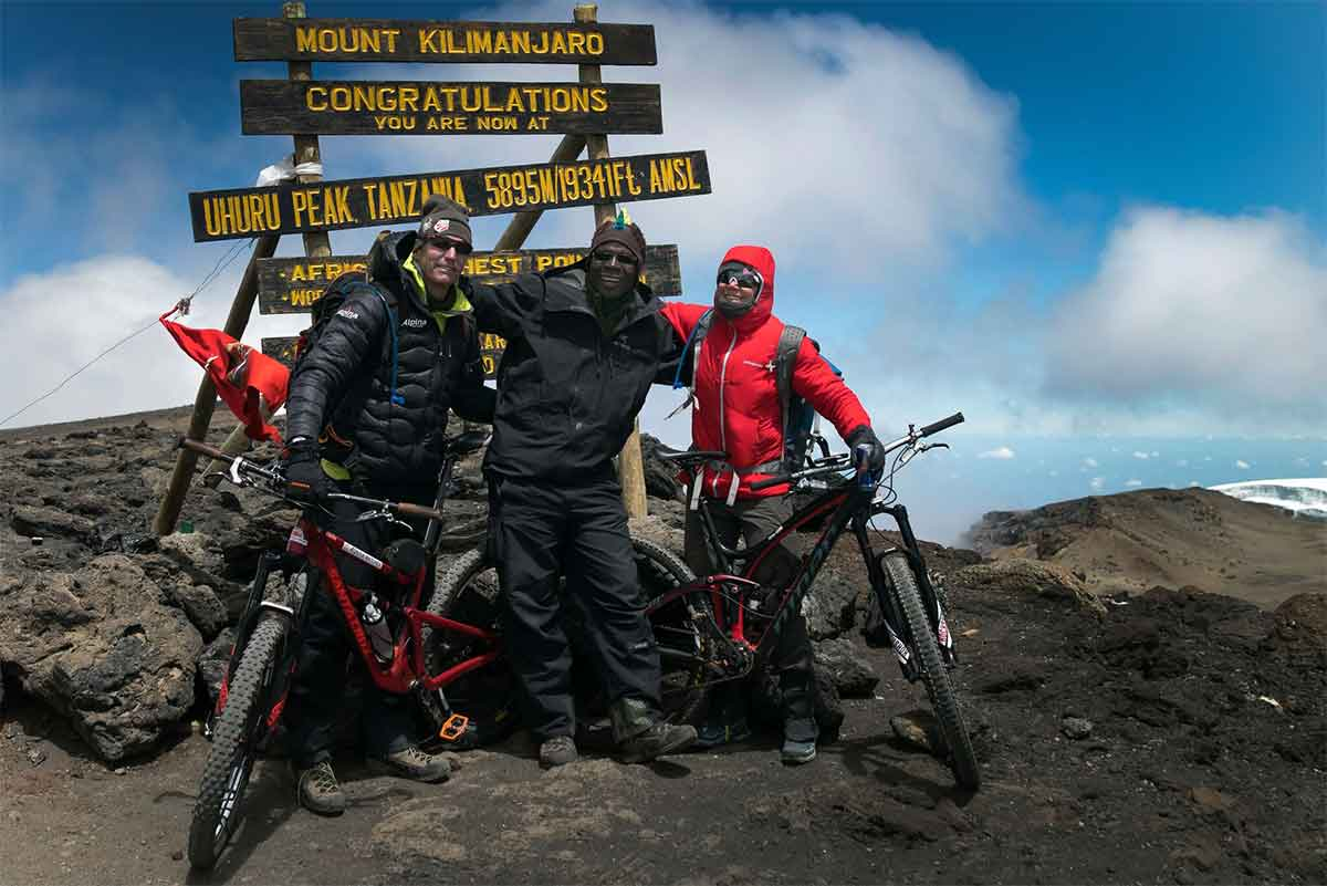 Rebecca Rusch Queen of Pain Mountainbiking up Kilimanjaro 2016 on the top