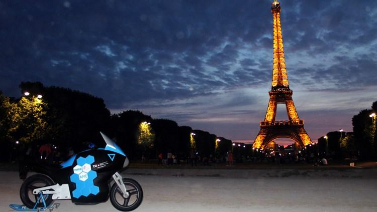 storm-wave-electric-motorbike-in-paris